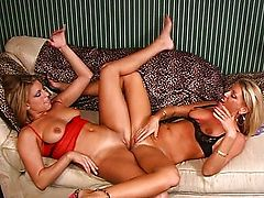 Horny lesbian cuties muff dive on per other