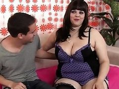 Plumper slut Buxom Bella expand her pussy for cock