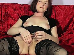 Lascivious housewife in black stockings fingers her aching twa