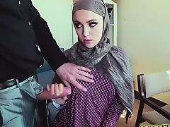 Shy Arab pushed with a swollen cock inside her mouth