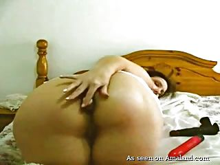 chubby chick masturbates on webcam