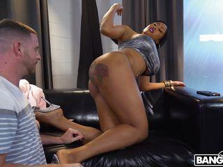 curvy ebony babe wants his white dick
